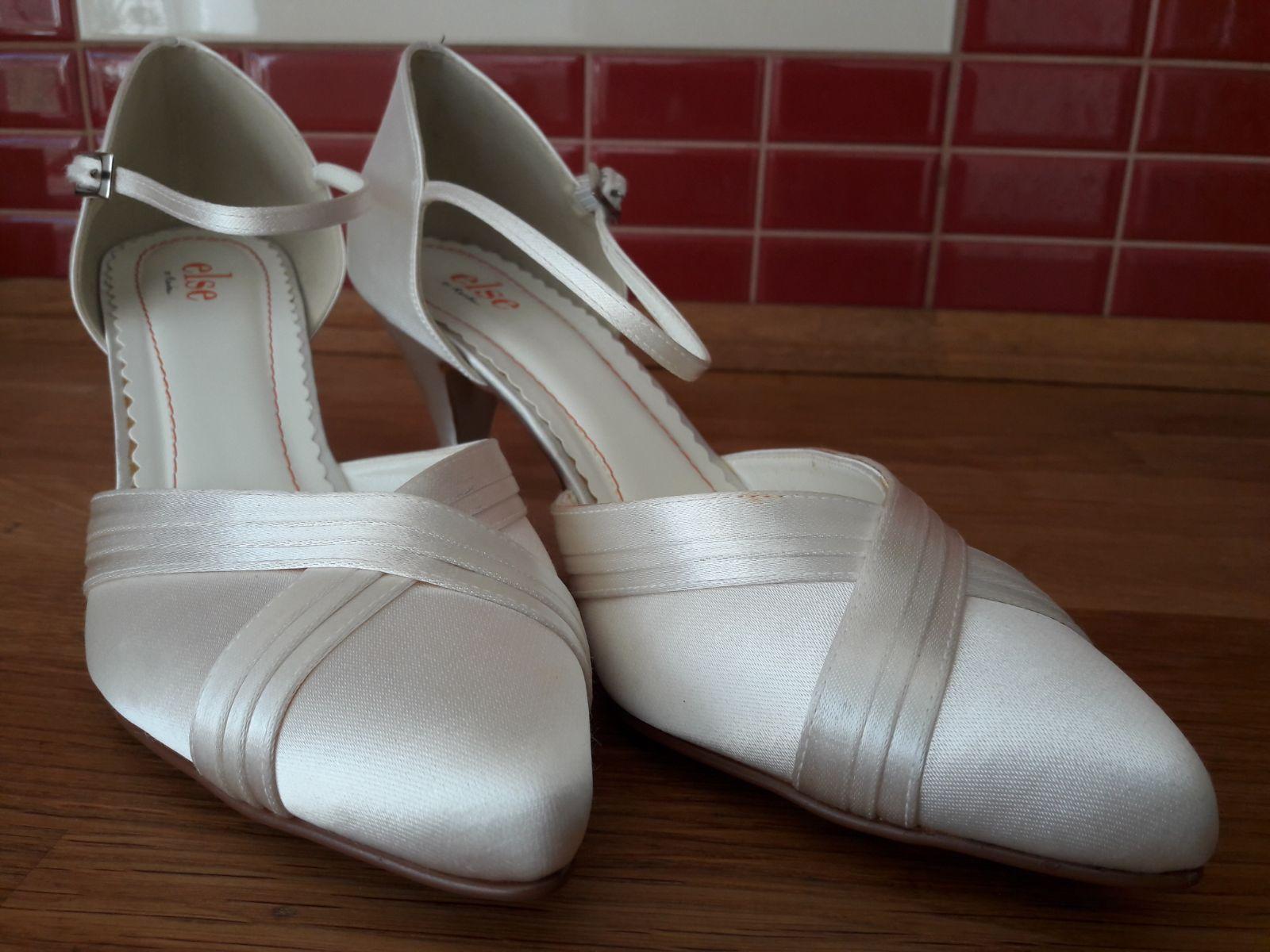 biele svadobne topanky - Obrázok č. 4