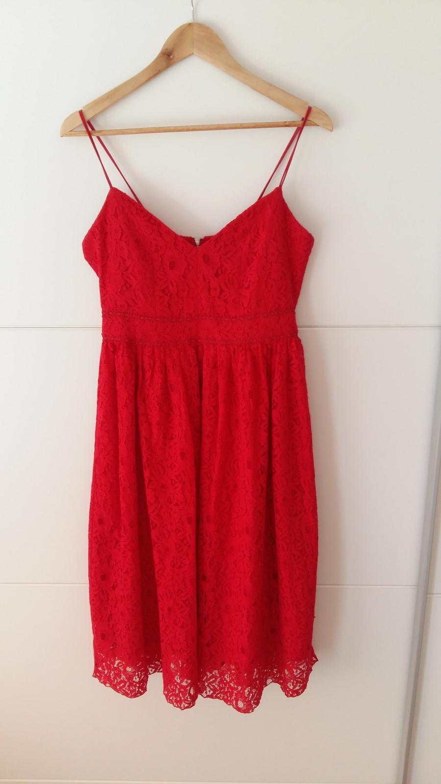 Červené čipkované šaty s výstrihom veľ. 42 - Obrázok č. 1