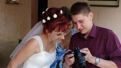 Prohlížíme si fotky.