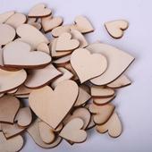Dřevěná srdíčka,
