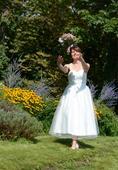 Slušivé svatební šaty se srdíčkovým korzetem, 38