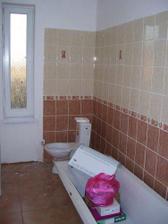 kúpelňa zatiaľ len položené veci