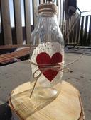 Váza s červeným srdcem,