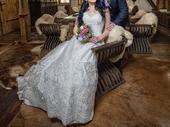 Luxusne svatebni saty s bohatou vysivkou, 38