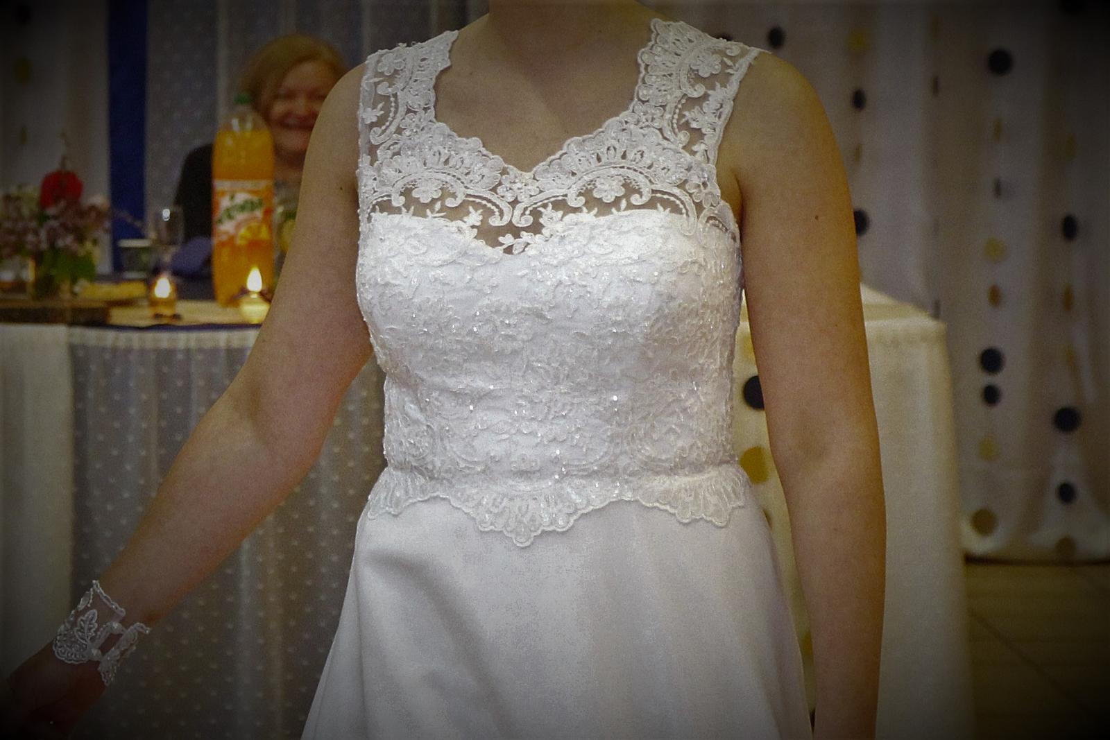 Svadobné šaty so spodničkou a šálom - Obrázok č. 4