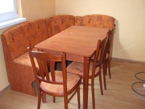 sedačka s rozkladacim stolom