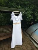 šaty s krajkovými rukávky a splývavou sukní, 38