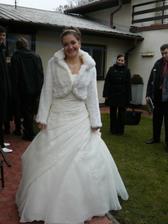 a už teď z toho všeho fotografování trochu unavená nevěsta :)