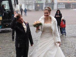 a začalo sněžit!! měla jsem radost, i když pravda tady vypadáme trochu zaskočeně :D