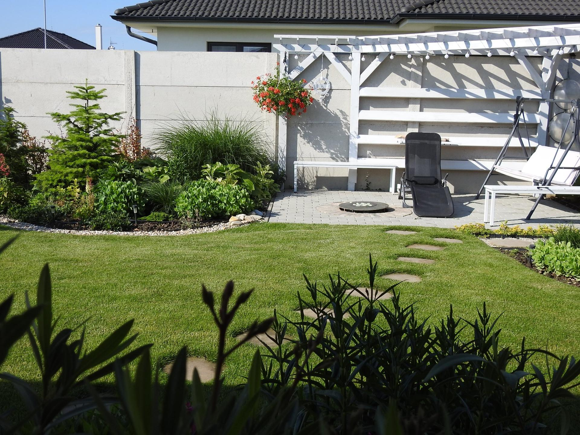 Návrh aj realizácia záhrady v mojom ponímaní - Vzdušná, drevená pergola. Miesto ma grilovanie, opekanie a iné kulinárske činnosti