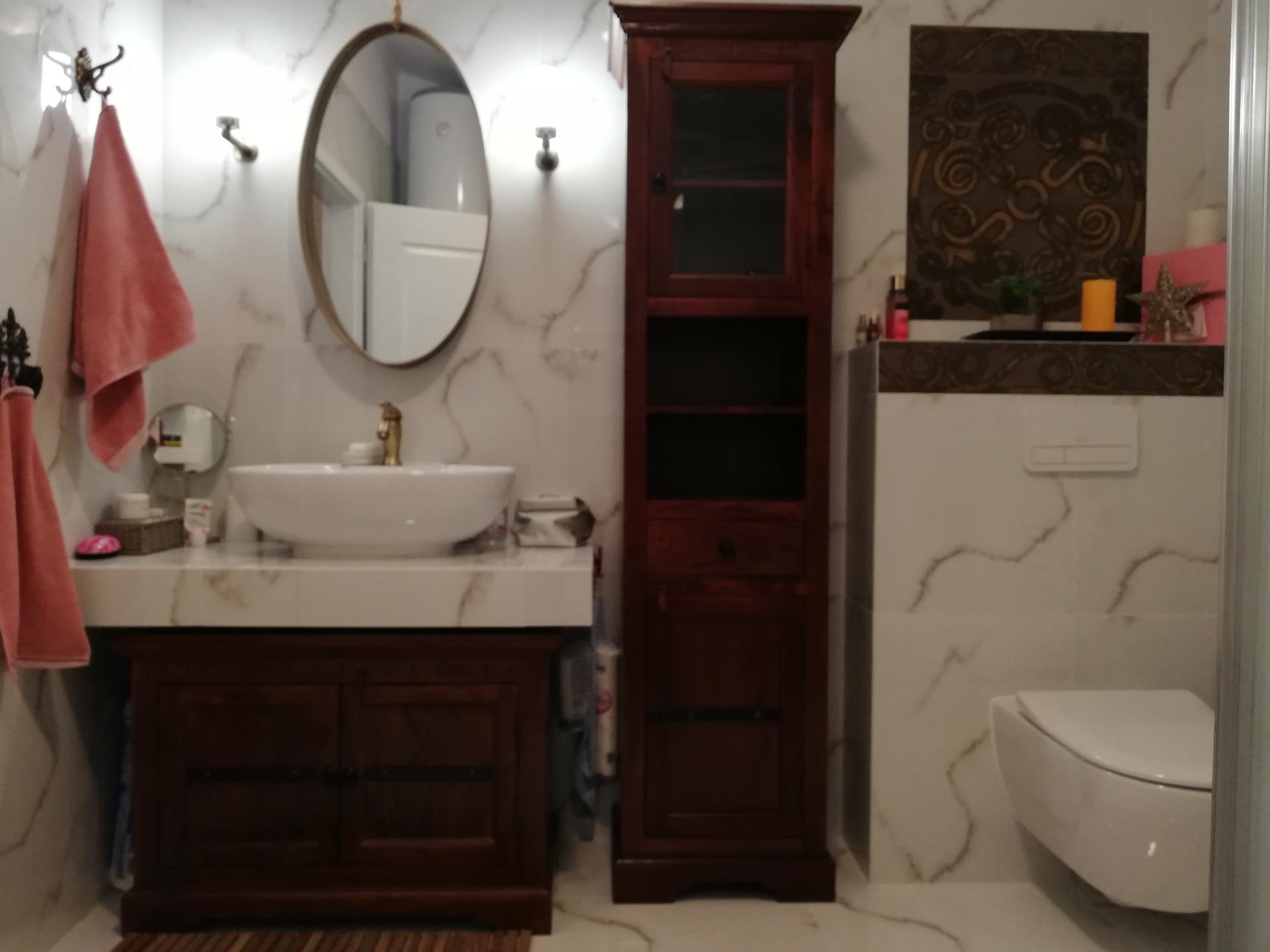 Kúpeľňa tak trocha inak - Tieto skrinky som si vyhliadla takmer pred dvoma rokmi, hneď som si ich zamilovala. Sú úžasné, tá vôňa dreva je jedinečná ❤️ Cambridge nugat, Bighome