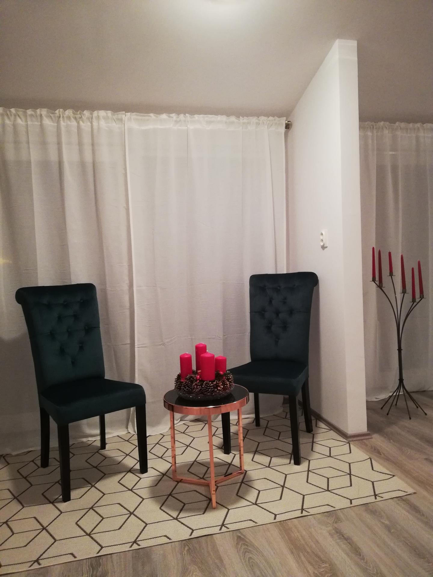 Vstavané Skrine, jedálenský stôl, relaxačný kútik - Obrázok č. 1