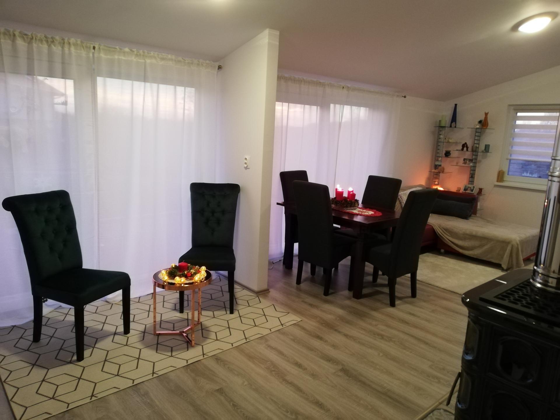 Vstavané Skrine, jedálenský stôl, relaxačný kútik - Obrázok č. 2