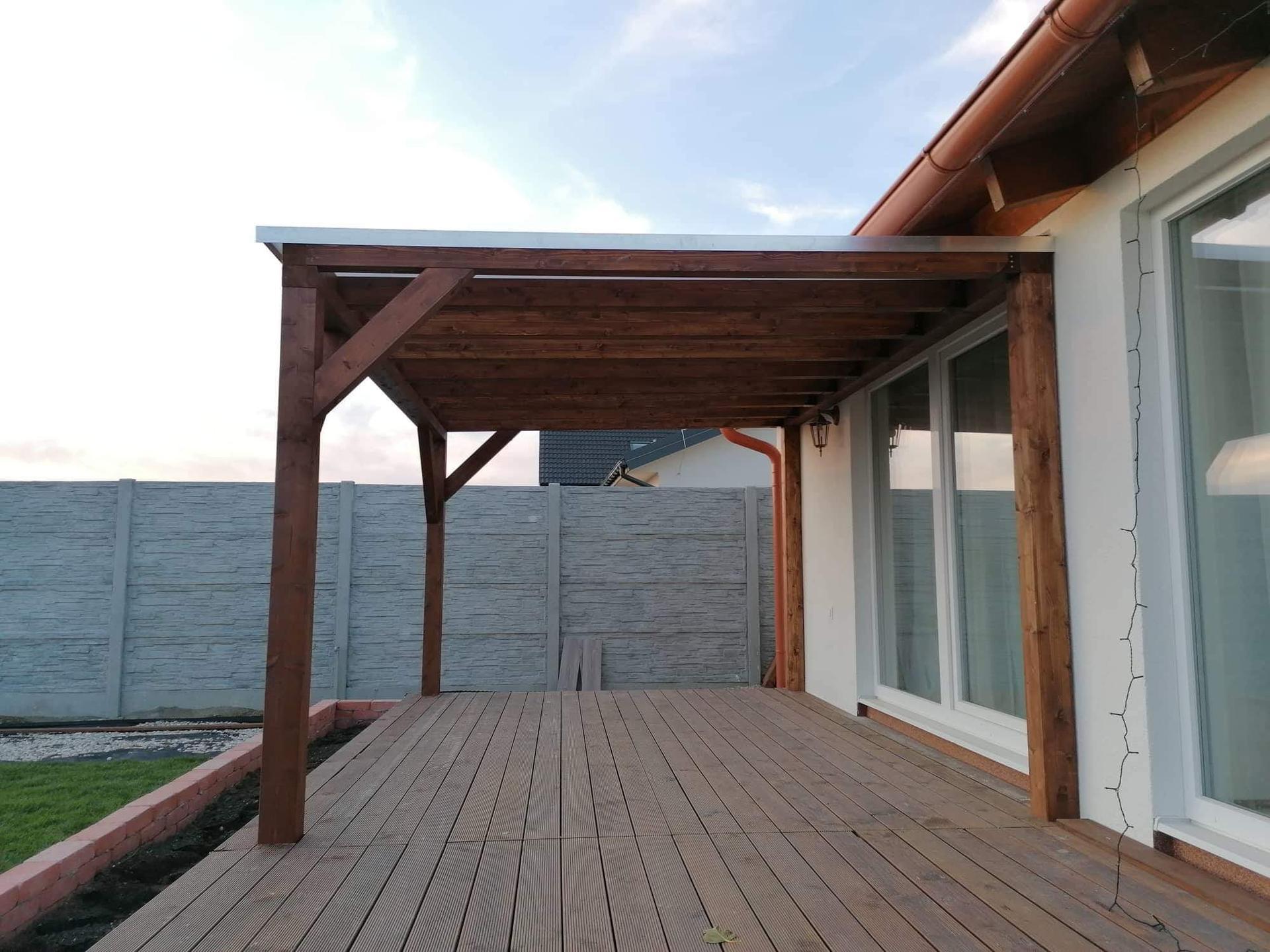 Stilo - Zastrešenie časti terasy. Maximálna spokojnosť s firmou Pergoland. Dobrá cena, kvalita, spoľahlivosť a profesionálny prístup
