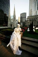zaujala ma tato kompozicia v new yorku na svadobnom trhu v oktobri 2008 (aj ked figurina by mohla byt nahradena radsej modelkou)