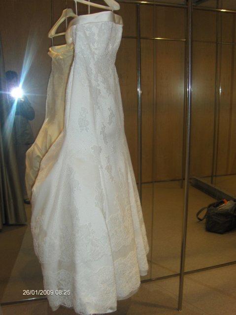 V jednoduchosti je krasa - ja v pozadi, fotim moj ulovok, zial mi nedovolili sa v nich odfotit, ale tak aspon bude premiera on the wedding day :)