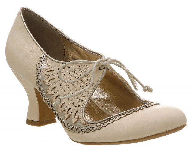 V jednoduchosti je krasa - v tychto botach so si to odkracala hlavnou lodou ku oltaru  ;)
