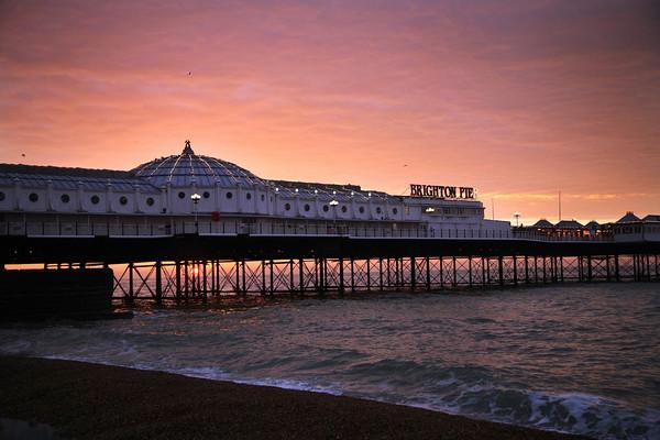 V jednoduchosti je krasa* - Brighton- tu byvame, sme sa stretli aj zasnubili. na oznamku budu 3 miesta: royal pavillion, nasa ulica s nasim domcekom, a brighton pier a plaz (kde sme sa zasnubili)