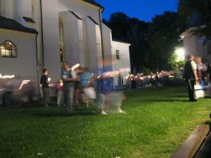 svieckovy pochod pred kostolikom
