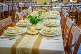Svatbní tabule v přírodním stylu