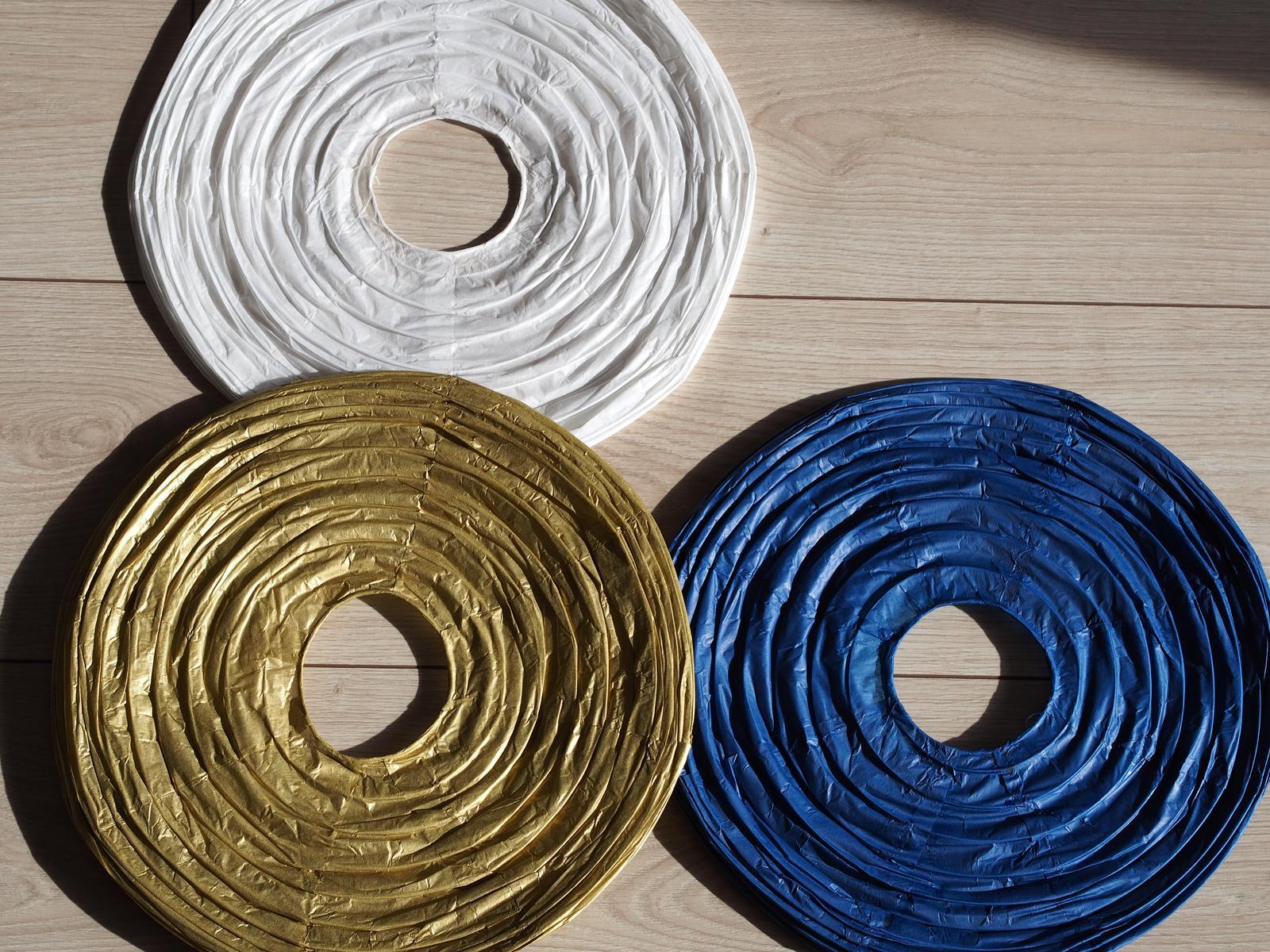 Zlaté závěsné papírové lampióny - Obrázek č. 1
