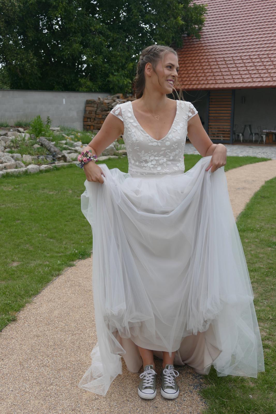 Top s tylovou sukní - Obrázek č. 3