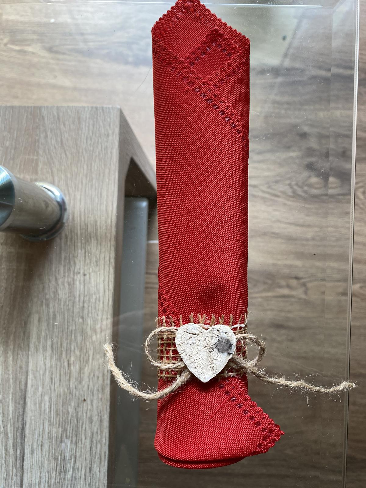 Kroužky na ubrousky s dřevěnou ozdobou - Obrázek č. 1