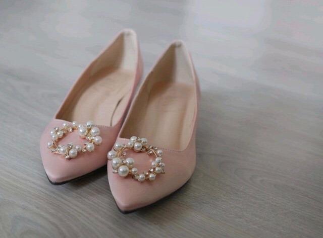 Přípravy naší svatby - Svatební boty s nízkým podpatkem, abych v nich zvládla bez problémů vydržet a protančit celý den i noc.