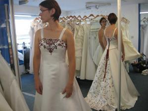 šaty studio chic - nadhera, byli mi dlouhe :(