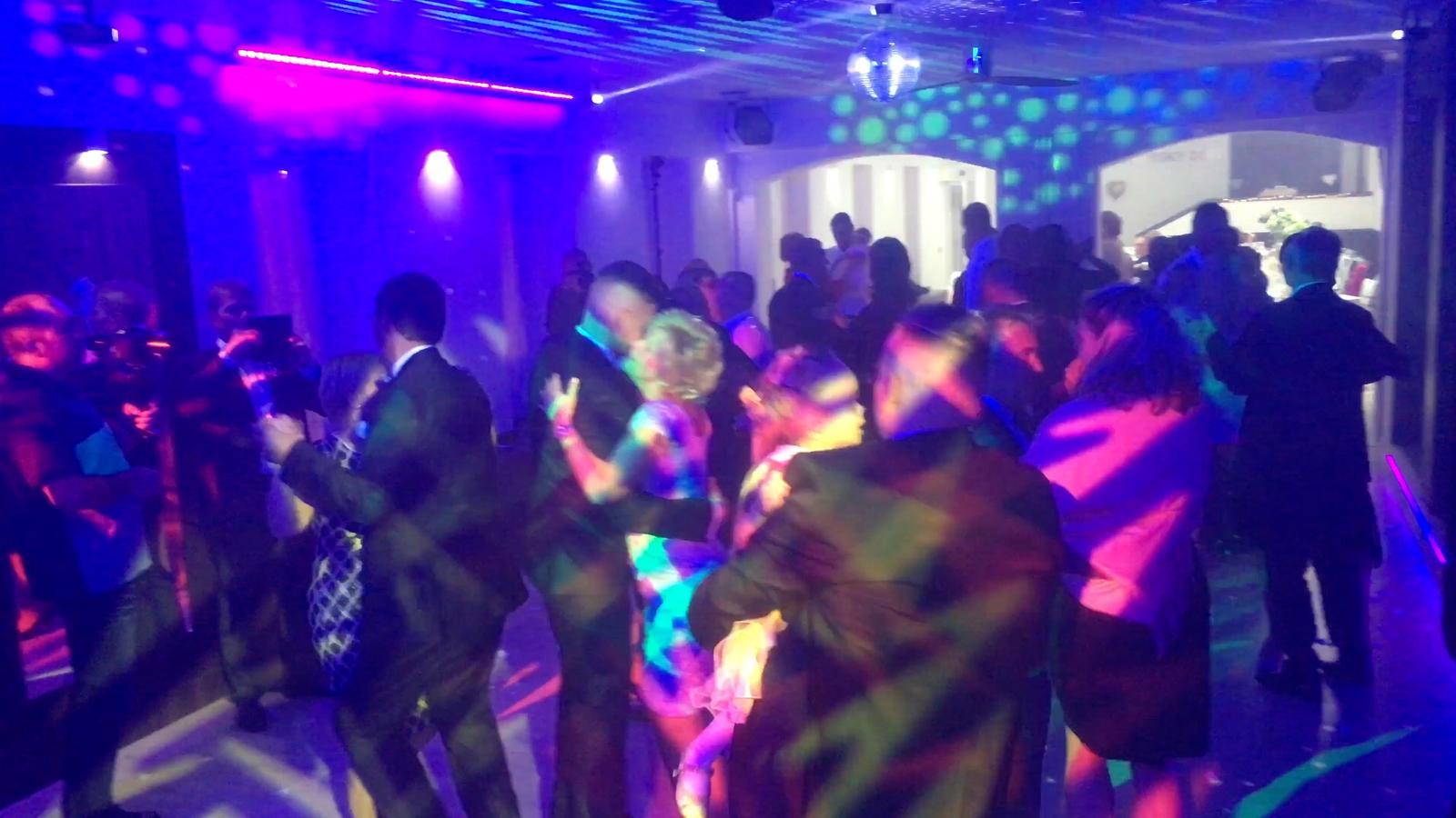 djpetersk - Vinársky dom - Pezinok - osvetlenie rotačná hlavica + plošné svetlá