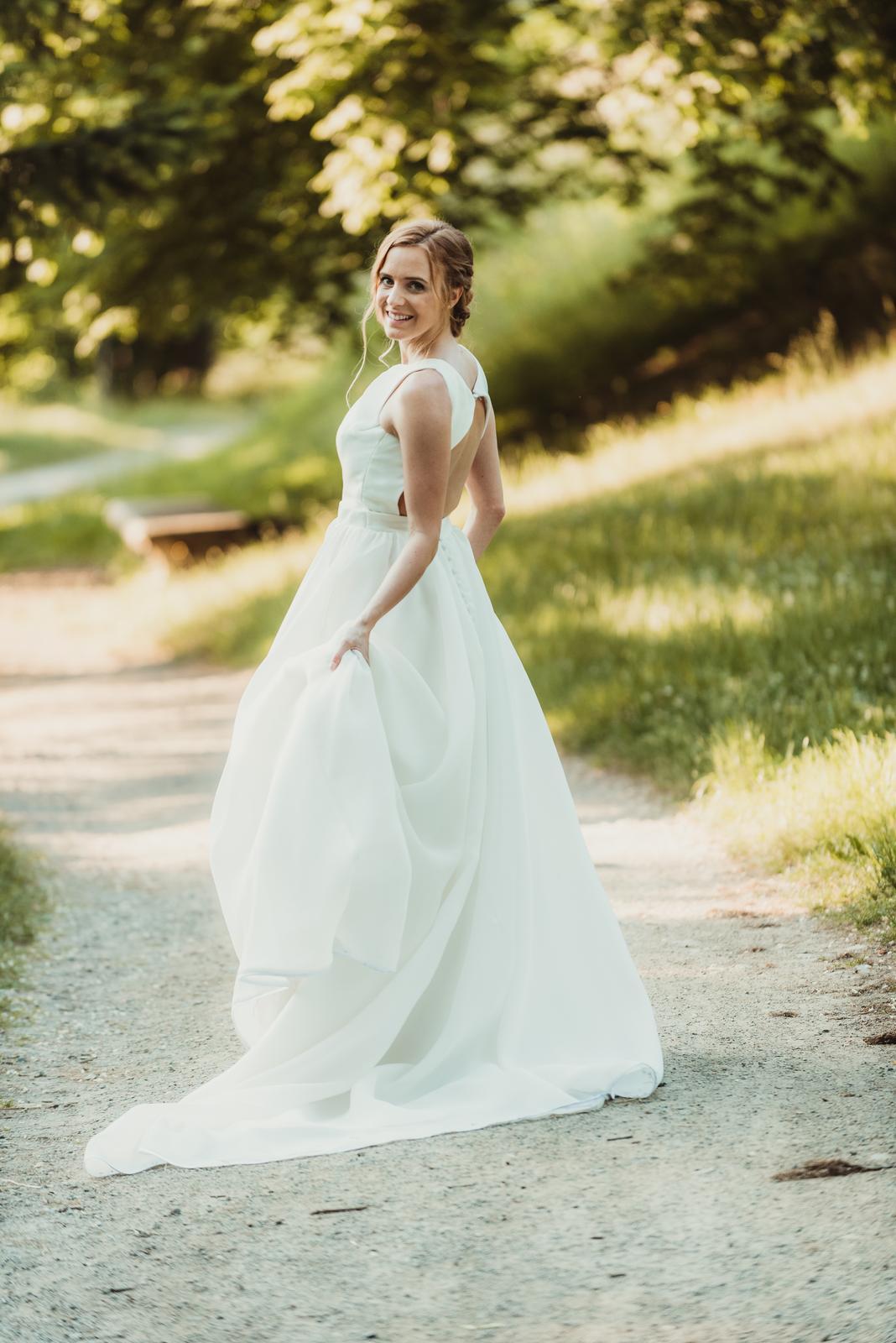 Hladké svatební šaty vel 36 - Obrázek č. 1
