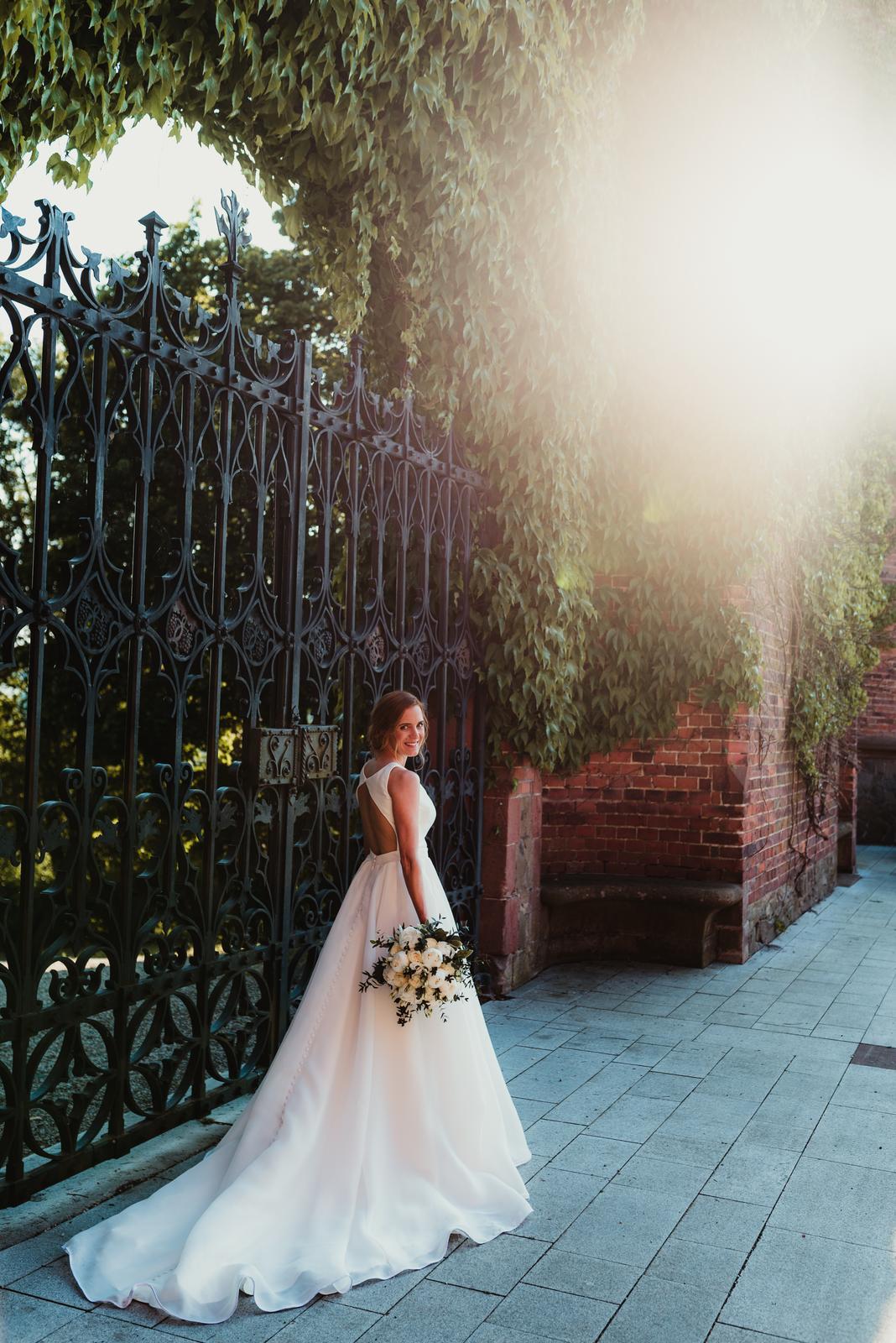 Hladké svatební šaty vel 36 - Obrázek č. 3