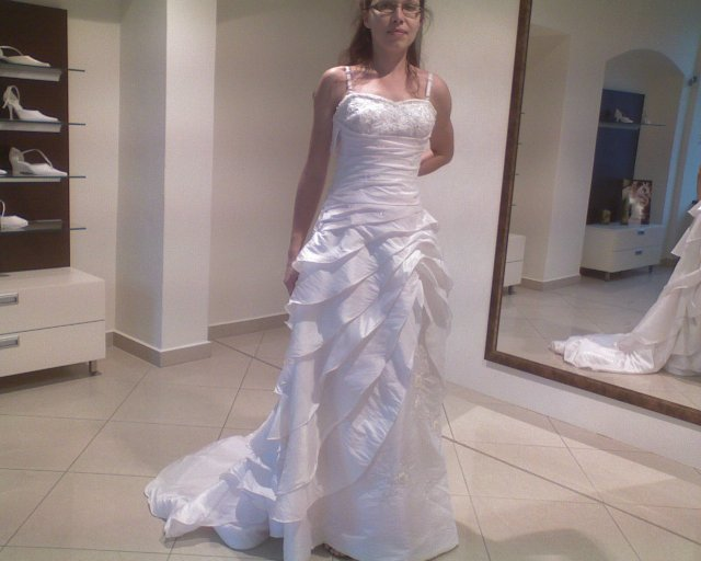 Deň D - Lenka a Jarko - 10.4.2010 - ...mali zaujímavú sukňu.