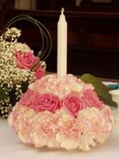 Takovéhle kytky budou na stole! Akorát tam bude zlatá svíčka, červené  růže, bílo-červené karafiáty a zalené listy podtím!