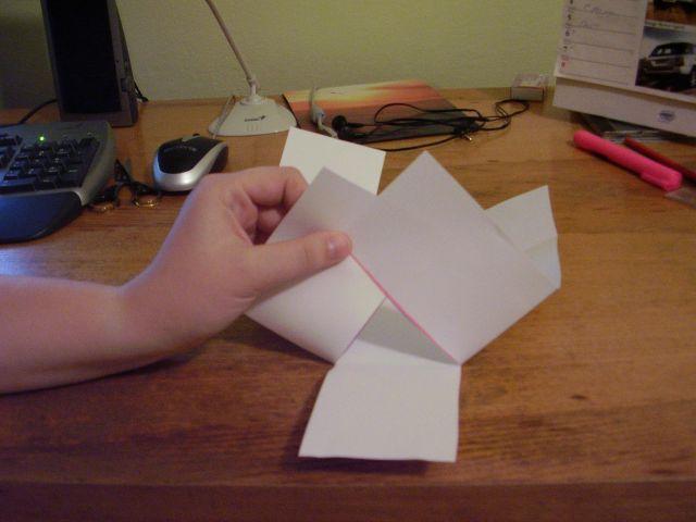 Smajlik - svatební košíčky - 5) Přehněte dle obrázku dva boční obdélníčky