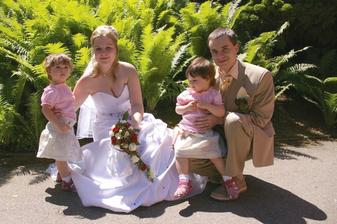 Nevěstiny dvouleté sestřenice - Sabrinka a Patricie