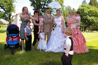 Všechny naše sestry, jejich děti a sestřenice :-)
