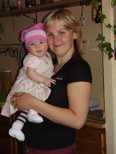 Pavlína Zemanová{{_AND_}}Jiří Čada - 5.1.2009 se nám narodila dcera Simonka