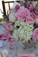 květinové dekorace s hortenziema..nádhera