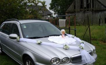 už len zistiť, ktoré auto bude svadobné :-)