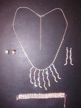 Moje šperky - ješte nevím, které náušnice. Rozhodnu se podle účesu.