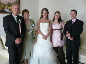 A celá nevestina rodinka (rodičia, švagor a sestra Janka s Tatiankou v brušku)