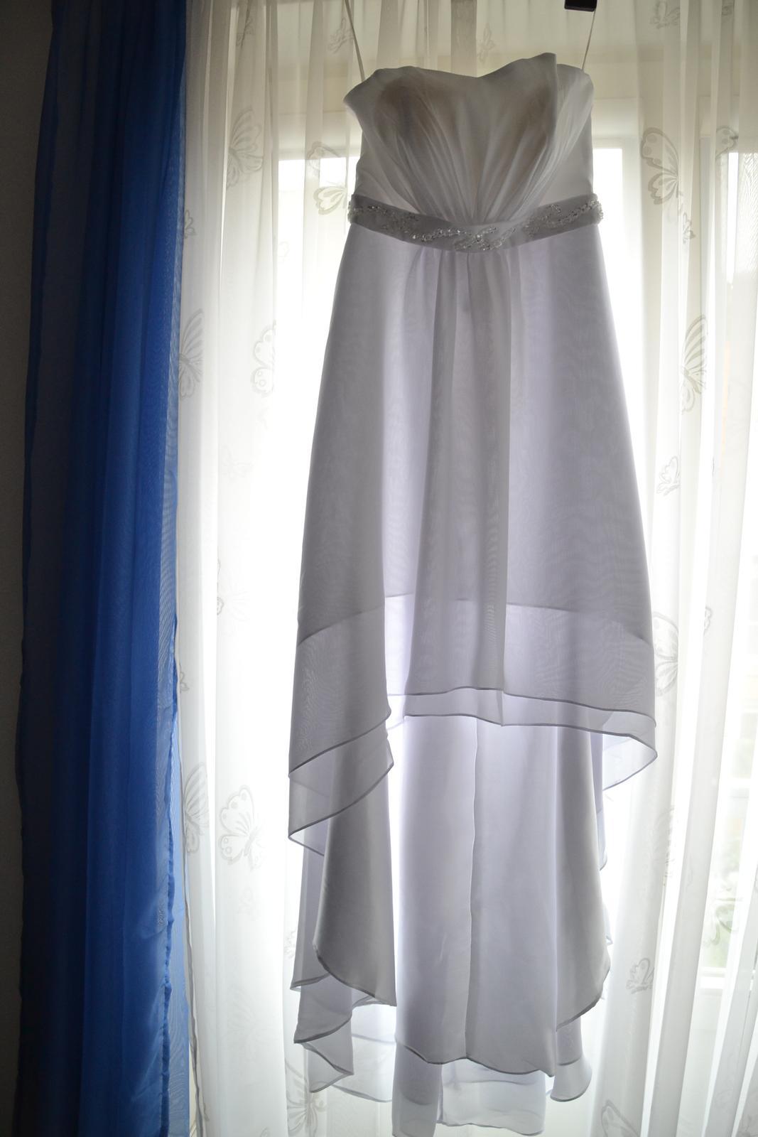 Asymetrické svatební šaty vhodné i jako těhu - Obrázek č. 1