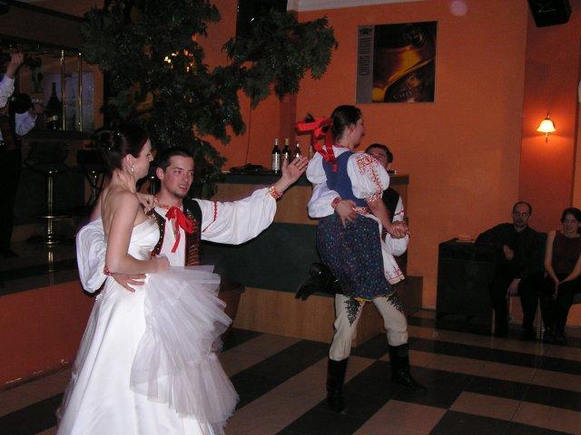 To ze sa bude tancovat a v svad. satach bolo neplanovane prekvapive....