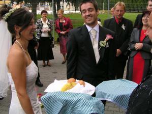 ne pro peníze, ale kvůli mužským přednostem jsem si ho vzala ;-)