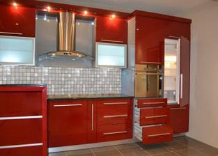 táto farba je úžasná,ale skorej by som chcela kombináciu s drevom a červenej,prípadne len červené doplnky
