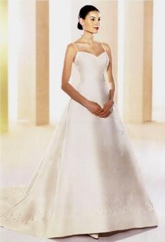 Martina Beňová a Martin Svoboda - moje svadobné šaty - len su vyšívane striebornou niťou a majú trojvrstvový závoj