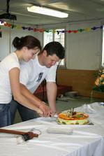 opožděně krájíme dort, ale né svatební