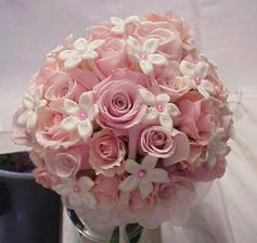 Vybraná kyticka,len tam budú aj biele ruže
