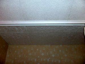 polystirenove kocky na strope,este chyba po boku lista